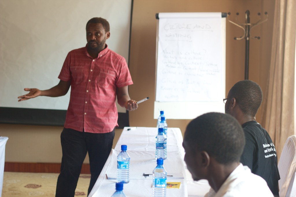 Billy Kahora training the participants